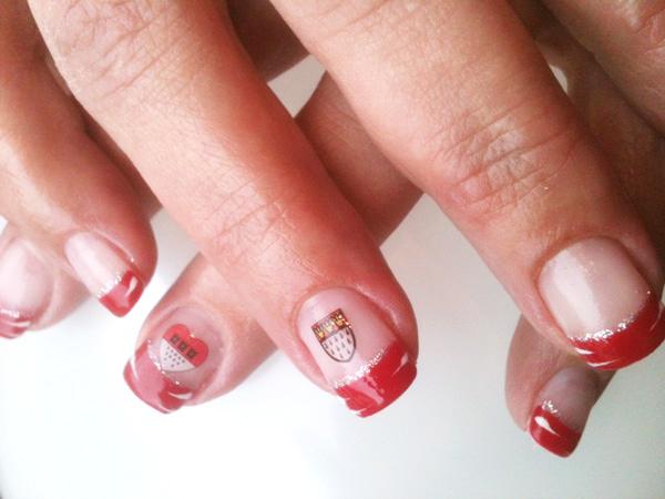 Cologne-Nails mit Silberlinie und roter Spitze