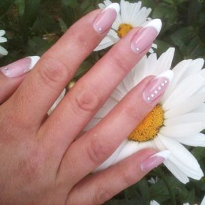 French Nails mit Strass-Steinen