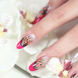 Blütenmuster mit Pink und Orange