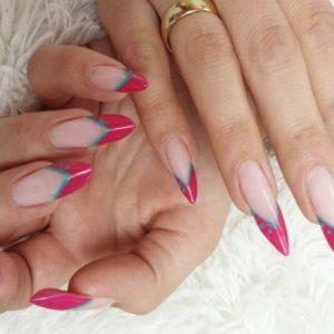 Topmodische Edge-Nails in pink und türkis