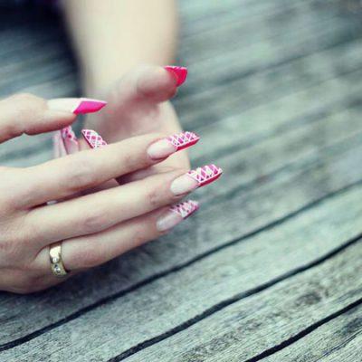 Weiße Rauten auf Pink in Edge-Form