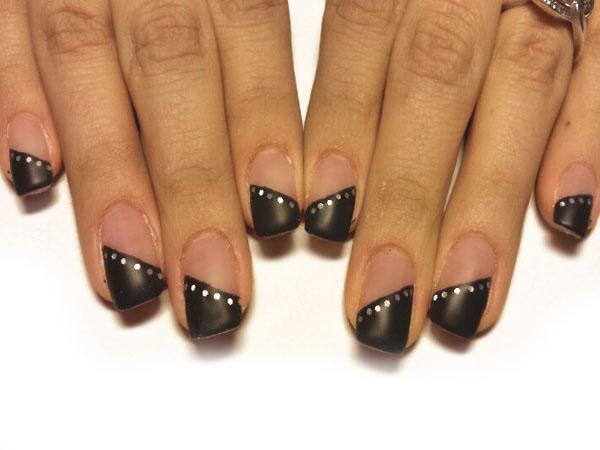 Diagonal schwarz mit Silberpunkten