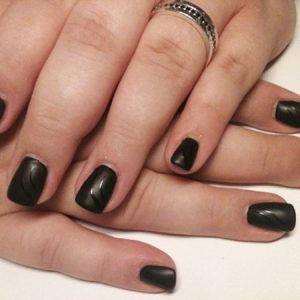 Schwarze Ornamente in matt und glänzend