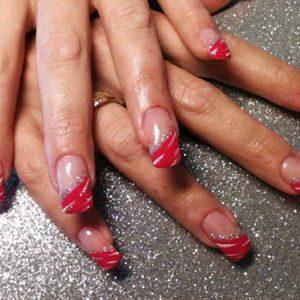Rote Spitze mit glitzernden Silber-Streifen