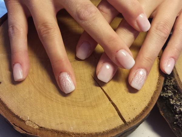 Buchstaben auf French-Nails