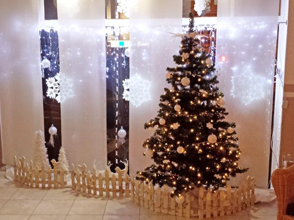 Weihnachtsbaum und Winterzauber