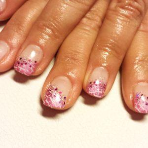 Pretty in Pink mit Buchstaben und Strasssteinen