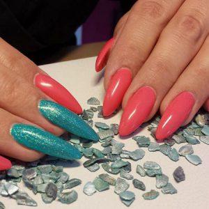 XL-Nails in Erdbeer und Türkis